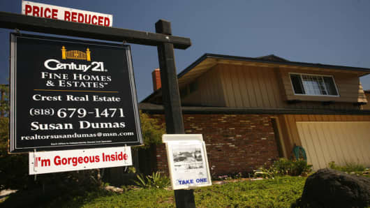 A reduced sale sign tops an advertisement for an exisiting home in Los Angeles Wednesday August 23, 2006. Sales of previously owned homes plunged in July to the lowest level in 2 1/2 years and the inventory of unsold homes climbed to a new record high, fresh signs that the housing market has lost steam. (AP Photo/Oscar Hidalgo)