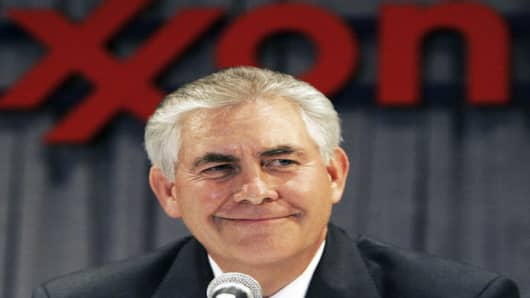 Rex W. Tillerson, chairman and CEO of ExxonMobil, l smiles during a news conference after the shareholders meeting in Dallas, Wednesday, May 30, 2007. (AP Photo/LM Otero)
