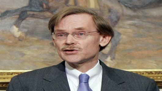 Former Deputy Secretary of State Robert Zoellick, President Bush's choice to replace outgoing World Bank president Paul Wolfowitz, speaks in the Roosevelt Room of the White House in Washington, Wednesday, May 30, 2007. (AP Photo/Charles Dharapak)