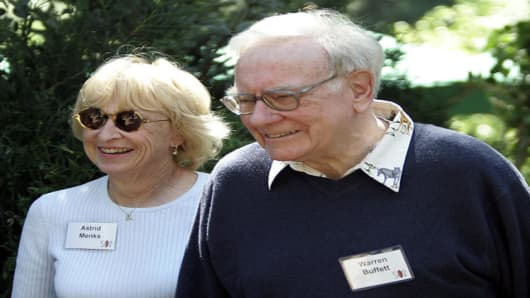 *** FILE *** Warren Buffett, right, chairman of Berkshire Hathaway Inc., walks with Astrid Menks, Saturday, July 15, 2006, at the annual Allen & Co. media conference in Sun Valley, Idaho. Buffett married his longtime companion, Astrid Menks, in a private ceremony Wednesday Aug. 30, 2006, the Omaha World-Herald reported in a copyrighted story in its Thursday editions.  (AP Photo/Elaine Thompson)