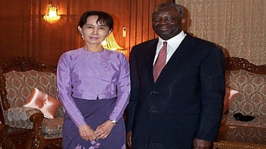 In this picture release by  United Nation Information center  U.N. Undersecretary-General for Political Affairs Ibrahim Gambari, right, meets Myanmar's  pro-democracy leader Aung San Suu Kyi, left on Sat,Nov 11.2006 in Yangon Myanmar. Gambari's meeting with Suu Kyi, the leader of the opposition National League for Democracy, came on the third day of a four-day trip to Myanmar, which is being closely watched by the United Nations.(AP photo/United Nation) Information center, HO)