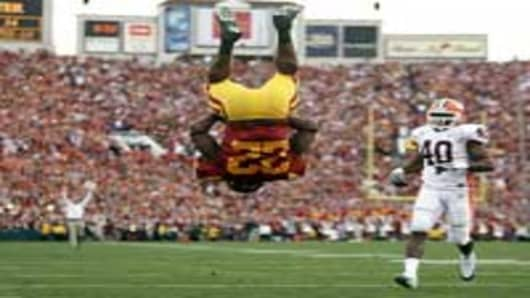 USC's Desmond Reed does a front flip after crossing the goal line with the Trojans' second touchdown of the game against Illinois in the 94th Rose Bowl on Tuesday.