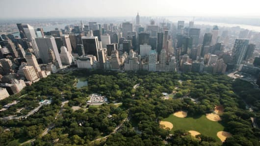 Central Park and midtown Manhattan are shown in this aerial view Wednesday, Aug. 29, 2007, in New York. (AP Photo/Mark Lennihan)