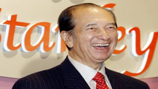Macau tycoon Stanley Ho smiles during a party to celebrate his 85th birthday in Hong Kong Monday, Nov. 20, 2006. (AP Photo/Vincent Yu)