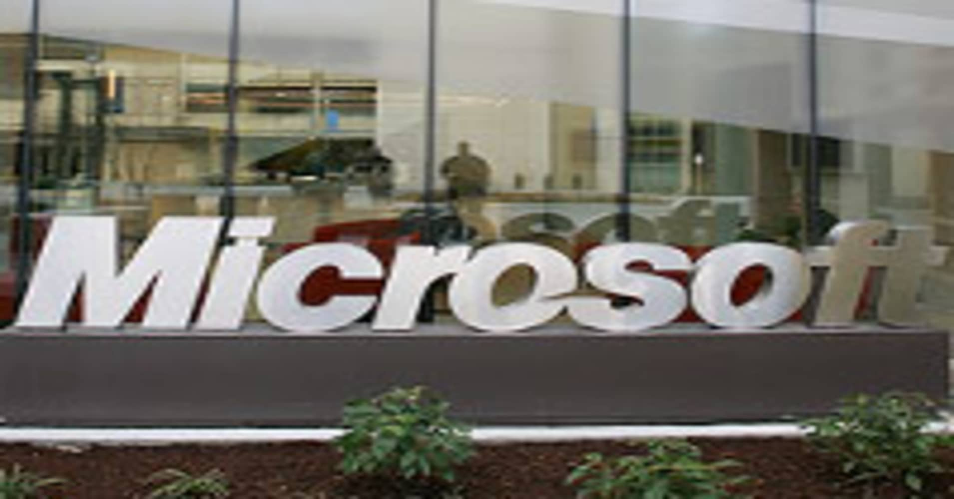 Microsoft issues a rare emergency fix as criminals exploit hole in Internet Explorer