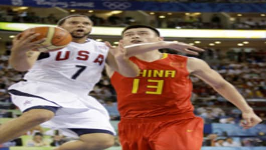 Deron Williams of USA and Yao Ming of China (l-r) compete during Men's preliminary basketball game, 2008 Beijing Olympics