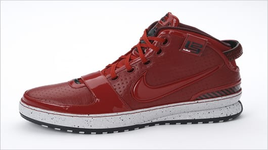 "Zoom LeBron VI – ""Big Apple"" is LeBron's limited edition special shoe made for his New York trip."