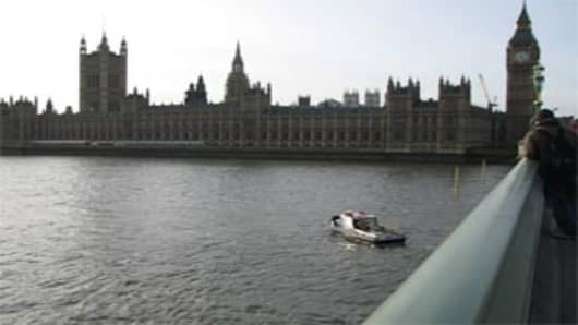 UK_parliament_river_300.jpg