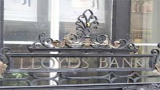 lloyds_railings_sign_200.jpg