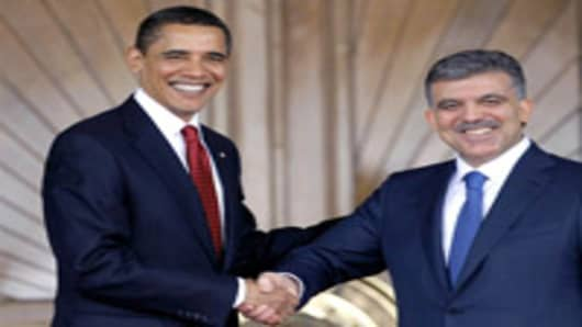 US President Barack Obama is greeted by Turkey President Abdullah Gul