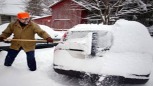 cleaning_snow_off_car_200.jpg
