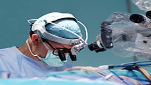 surgeon_OR2_200.jpg