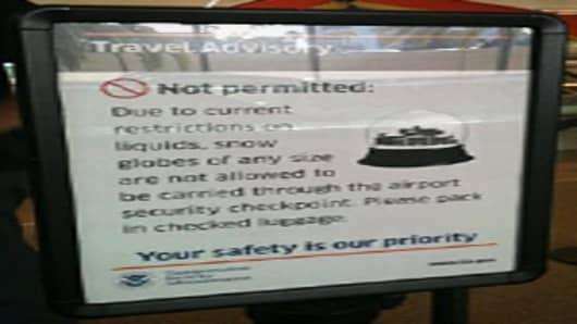 TSA sign banning snowglobes