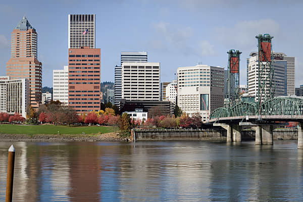 Population: 551,257WiFi Hotspots: 83.3/100K residentsInternet Users accessing at least 5 times daily: 22.1 percentPortland sneaks into the top 10 as a result of very high scores in risky behavior and WiFi hotspots. Portland's WiFi hotspots are 266 percent greater than the average of the top 50 cities. Over 53 percent of Portland residents use e-mail, which is 20.1 percent above average, and 30.1 percent of its residents purchase items online. eBay is especially popular with Portlanders, with 8 p