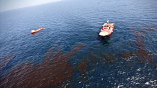 mexico_oil_rig_explosion3_200.jpg
