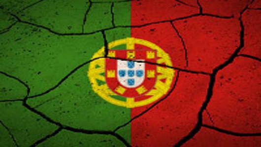 portugal_flag_cracked_200.jpg