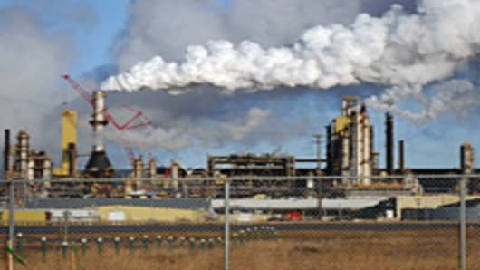 The Syncrude oil sands extraction facility near the town of Fort McMurray in Alberta Province, Canada.