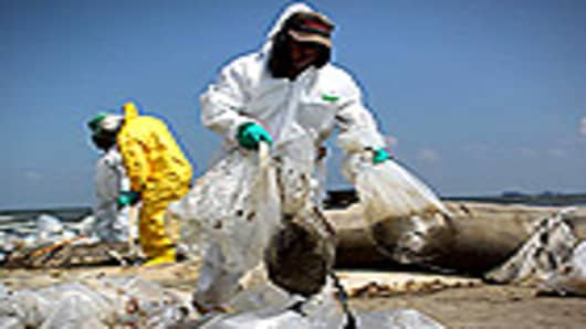 crisis_in_gulf_cleanup_140.jpg