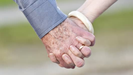 older_couple_hands_200.jpg