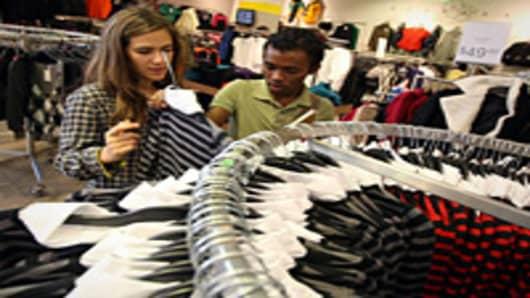 shoppers_clothing_rack_200.jpg
