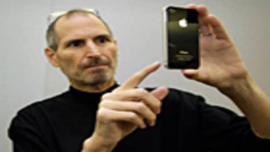 Steve Jobs with an iPhone 4