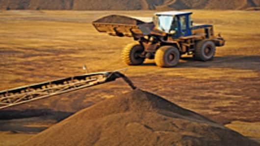 mining_iron_ore_3_200.jpg
