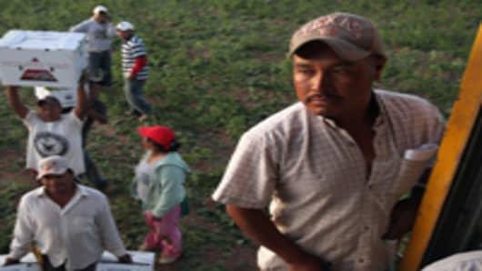 migrant_workers_200.jpg
