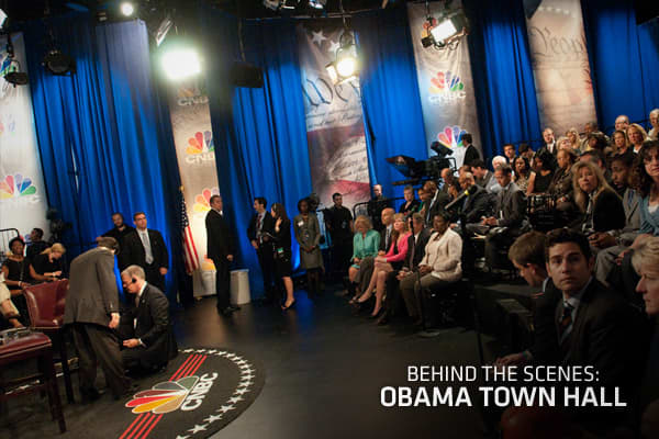 With issues about the economy driving the debate in America, President Barack Obama goes face to face with his shareholders (you) from Wall Street to Main Street. Here are some behind-the-scenes images from the town hall event with the President live from Washington, DC.