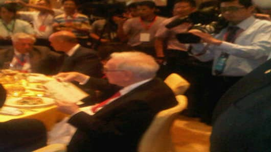 Warren Buffett is the center of a whirlwind of activity and attention at a welcome dinner held earlier today in Shenzhen.