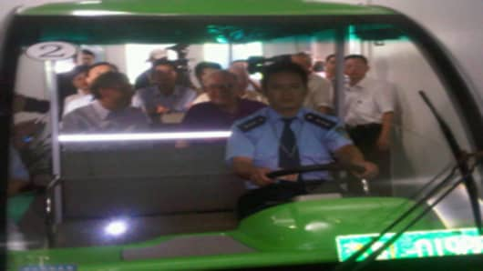Bill Gates and Warren Buffett tour a BYD factory in China