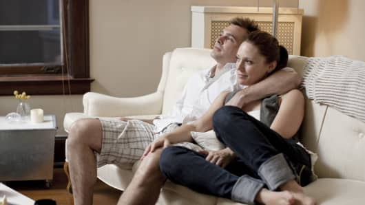 couple_couch_200.jpg