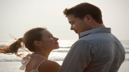 couple_close_beach_200.jpg
