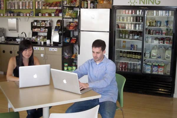 "Ning, based in Palo Alto, Calif., helps users create custom-branded social networks such as Amy Poehler's network to get girls into politics and a 500,000-strong community for the ""Twilight"" teen vampire movies. Like other Silicon Valley dotcoms, Ning offers catered lunch, unlimited snacks and other perks, but what employees like about working there is the horizontal hierarchy. What that means is that everyone, no matter whether they're right out of college or have 20 years experience, collabora"