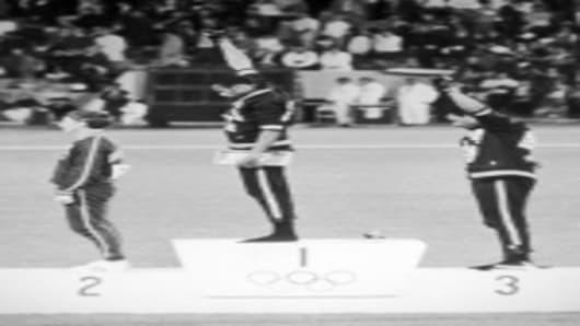 smith_tommie_olympics_150.jpg