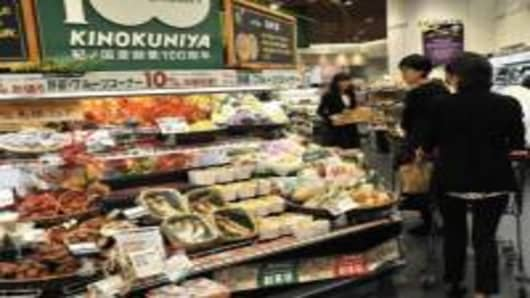 Shoppers at upscale supermarlet Kinokuniya. Many families still shop daily at their local market for fresh ingredients.