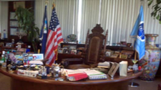 vegas_mayor_goodman_office_2_200.jpg