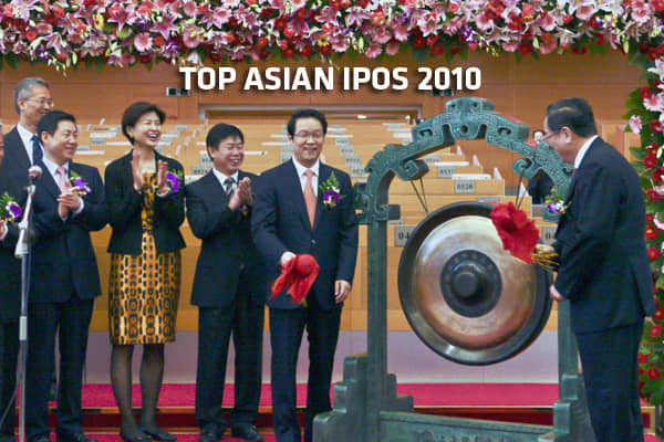 Agricultural Bank of ChinaChairman Xiang Junbo and Communist Party Secretary of Shanghai Yu Zhengsheng hit the gong during a ceremony marking the first day of trading of Agricultural Bank of China's initial public offering (IPO) at the Shanghai Stock Exchange in Shanghai on July 15, 2010.