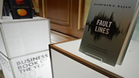 """Winning Book """"Fault Lines"""" by Raghuram Rajan"""