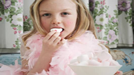 girl_eating_marshmallow_200.jpg