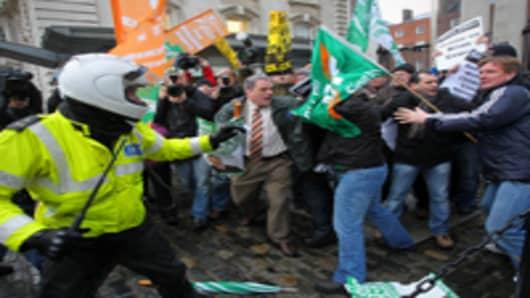 irish policeman eu bailout protestors