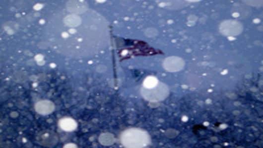 american_flag_snow_200.jpg