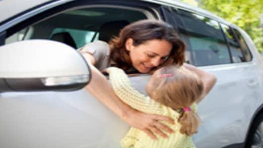 mom_daughter_minivan_200.jpg