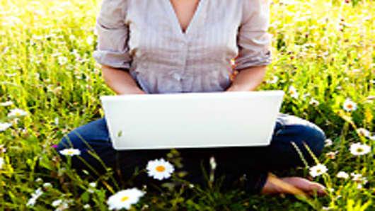 woman_laptop_outdoors_200.jpg