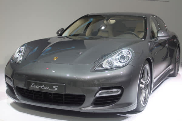 The new Porsche Panamera made its world debut at the Shanghai auto show.The four-door model maintains a sleek look, as the company goes further away from its sports car roots.Trying to compete with the electric car market, both the Panamera and the Cayenne have enhanced diesel engines that will improve fuel economy and reduce CO2 emissions.