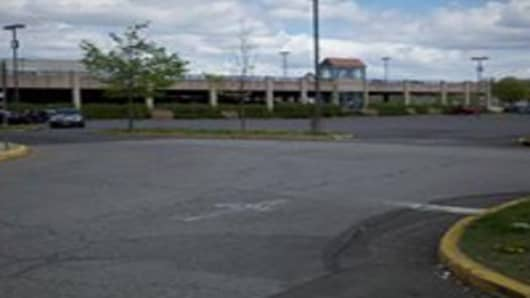 Nanuet Mall empty parking lot