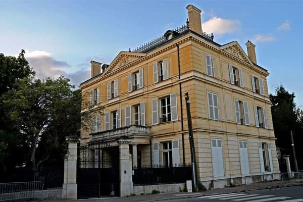 Most Expensive: Ermitage International School of FranceAnnual Tuition: $39,388Students in Private School: 15%About 15 percent of students in France attend private schools. The most expensive institutions are ones that offer education in French and English, along with the International Baccalaureate program.Ermitage International School of France is the most expensive boarding school in the country. Founded in 1941, the school is located in the north-central town of Maisons-Laffitte – about 12 mi