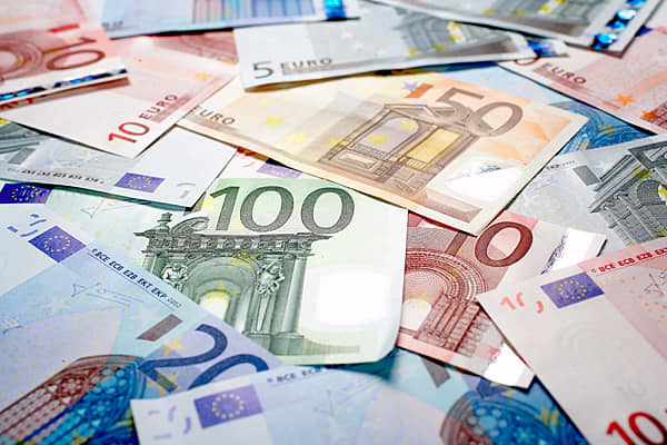 Taxes will increase by 2.32 billion euros this year and 3.38 billion, 152 million and 699 million in the three subsequent years. There will be higher property taxes and an increase in the value-added tax (VAT) from 19 percent to 23 percent.