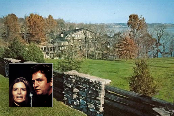 Location: Hendersonville, TN Price: $2,300,000 in 2006 Beds / Baths 7 / 5Acreage: 4.6Johnny Cash is dead and his house burned down. This sentence is a song title by Larry Gatlin & the Gatlin Brothers, and alas, it is also the truth. The Nashville-area lake house where Johnny and June Carter Cash lived more than three decades together burned down in 2007, four years after Johnny's death. The Bee Gee's Barry Gibb bought it and was restoring it when it burned, and neighbors included an Oak Ridge Bo