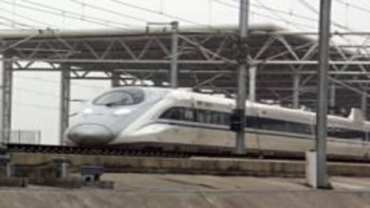 A CRH high-speed train runs on the Zaozhuang section of Beijing-Shanghai high-speed line.