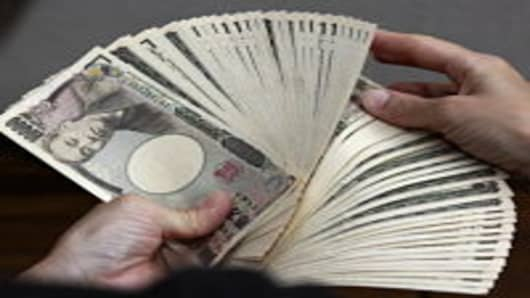 A Bank Teller Counts 10 000 Yen 118 Usd Notes In Tokyo On September